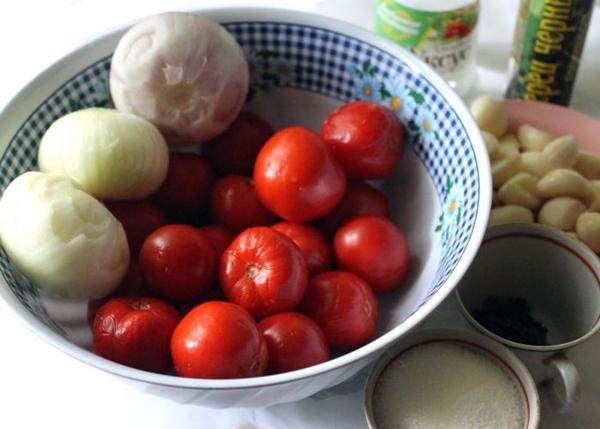 ингредиенты для помидор с чесноком