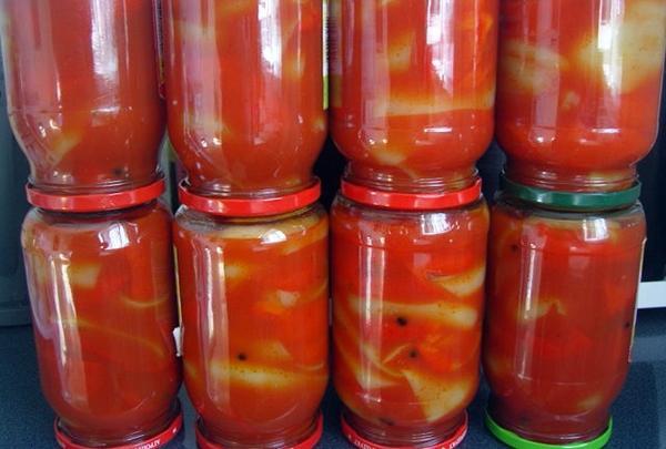 острый перец в заливке с помидорами