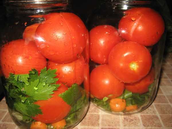 процесс приготовления помидор с сельдереем