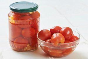 Пошаговые рецепты маринования помидоров в загадочном маринаде с водкой на зиму
