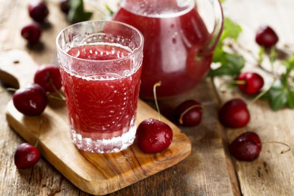 сок из яблок и вишни