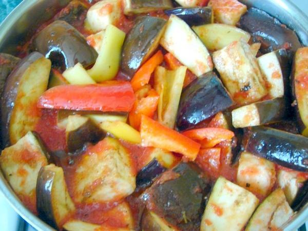 варка баклажан с томатом