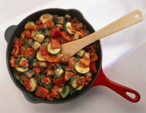 Пошаговые рецепты заготовок овощного рагу на зиму со стерилизацией и без