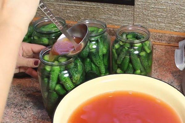 консервация корнишонов с кетчупом