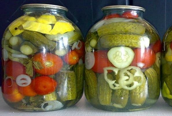 патиссоны с огурцами и помидорами