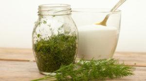 Рецепты, как засолить свежий укроп на зиму в домашних условиях в банках, пропорции и хранение