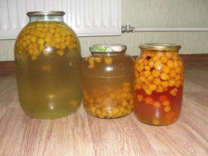ТОП 5 рецептов, как закатать компот из морошки на зиму в домашних условиях, хранение заготовок