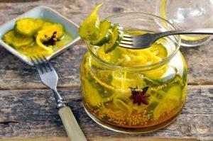 Вкусные рецепты маринованных огурцов с куркумой и горчичными зернами на зиму