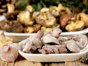 Можно ли замораживать грибы на зиму в холодильнике и как правильно это делать в домашних условиях