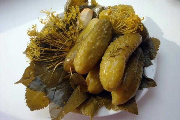 корнишоны с листьями дуба