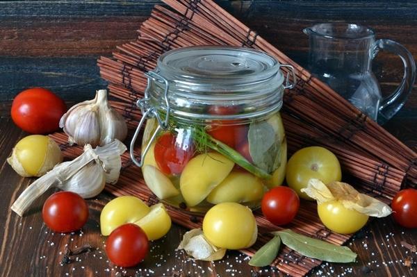 физалис с помидорами