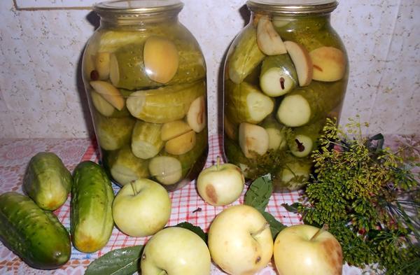 корнишоны с яблоками