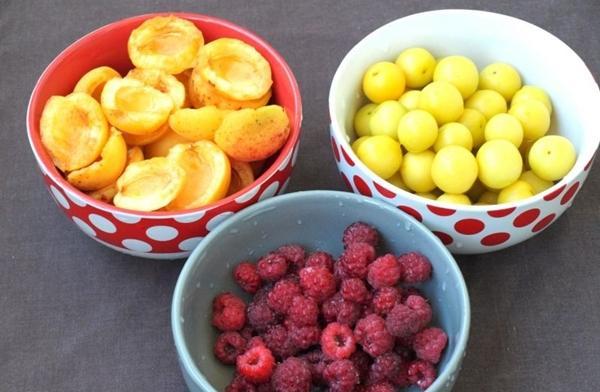 малина и абрикосы