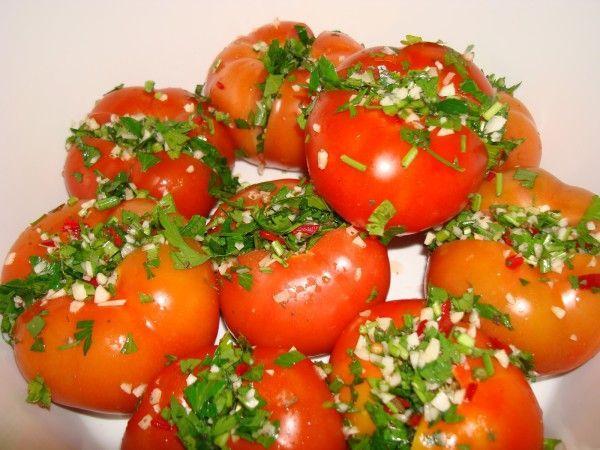 помидоры по армянски в миске