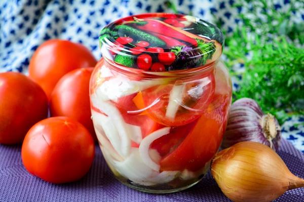 помидоры дольками с луком
