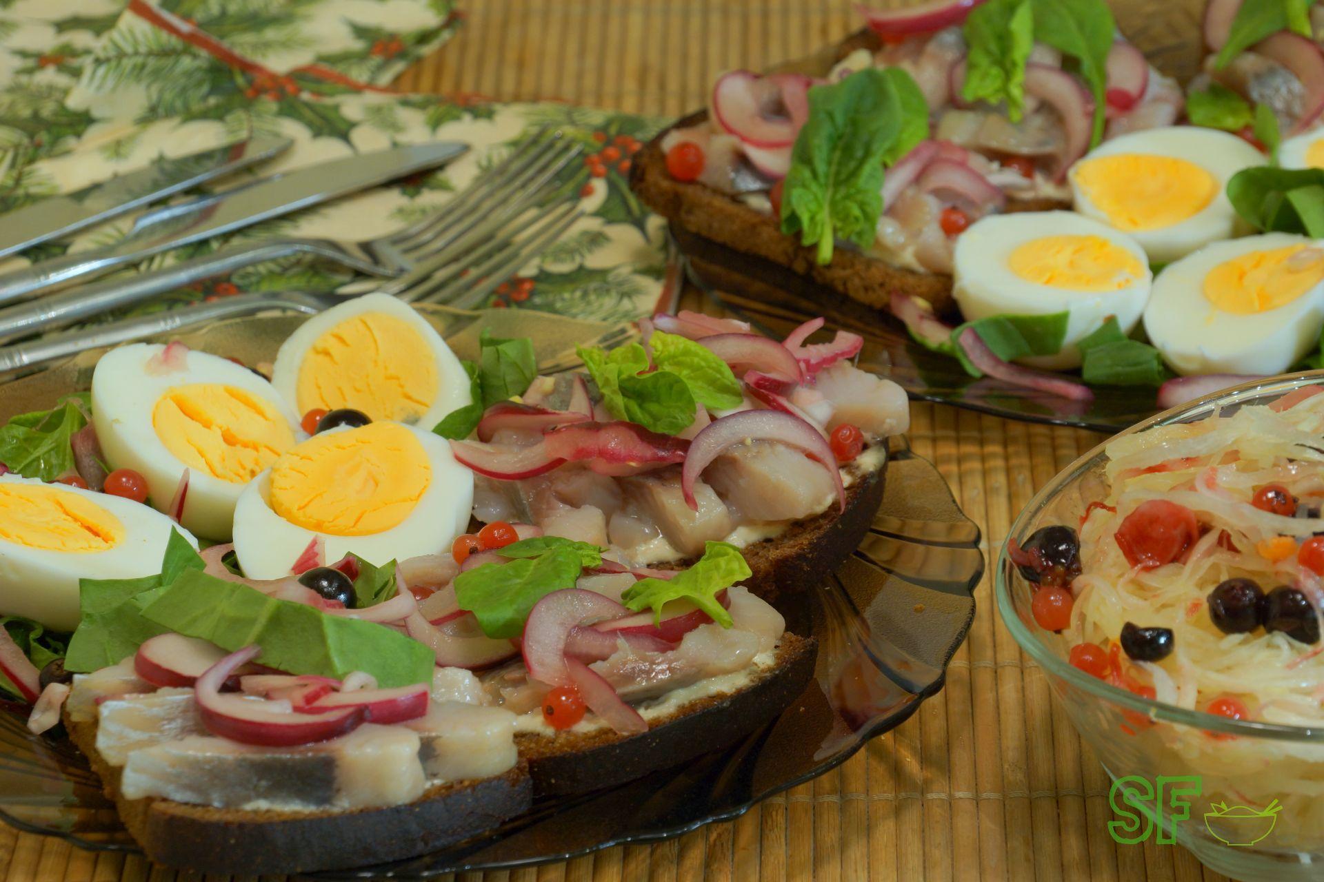 С селедкой, яйцом и домашним майонезом