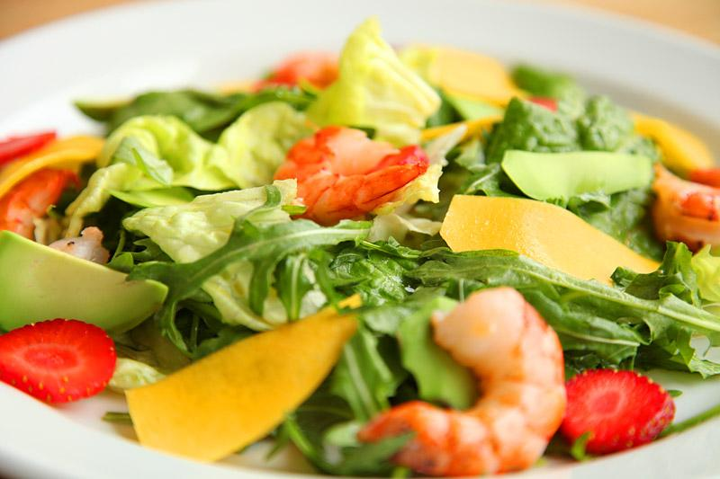 Фитнес-салат с креветками