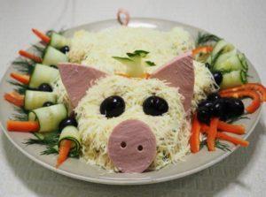 ТОП 10 лучших рецептов салатов в виде свиньи на Новый 2019 год