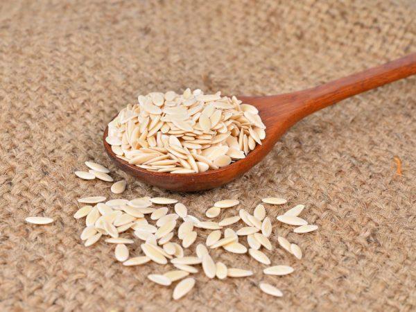 семена в ложке