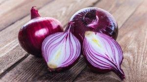 Описание сортов фиолетового лука, полезные свойства, как хранить и когда убирать