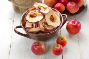 Как правильно сушить яблоки в домашних условиях в электросушилке и духовке