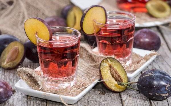 вино и наливка с слив