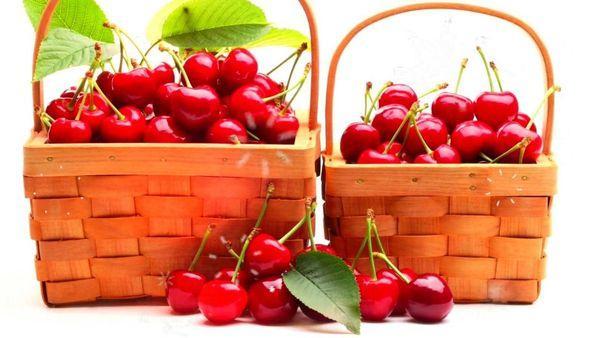 корзины с ягодами