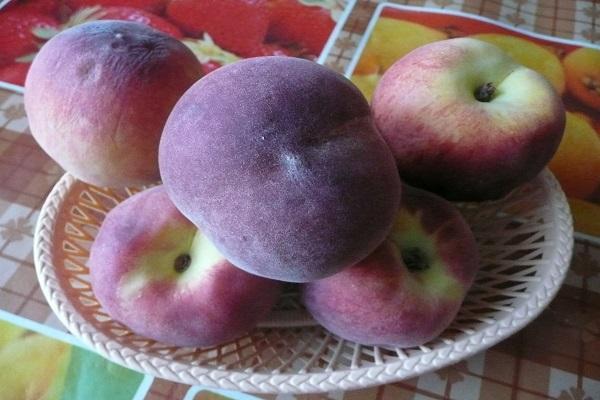 крупный персик