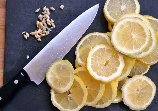 нарезанные лимоны