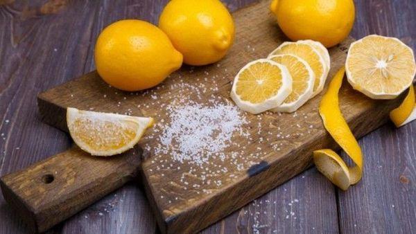 лимон на доске
