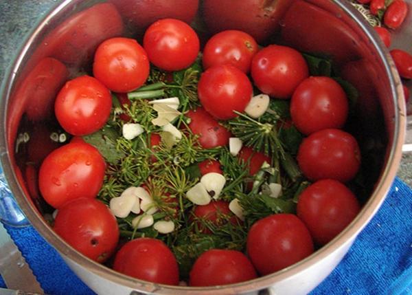 Быстрый рецепт малосольных помидоров черри