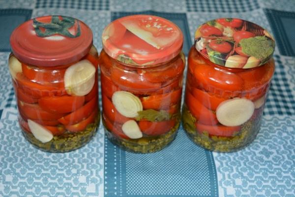 Острые помидоры дольками
