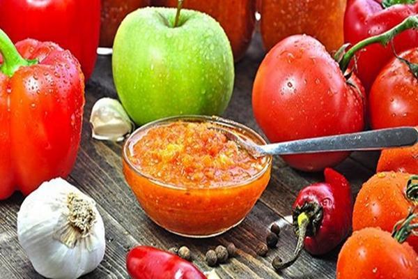 Необычная заготовка с яблоками