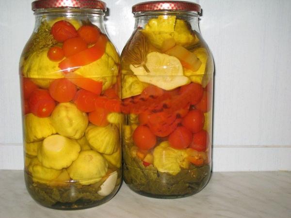 Кабачки вместе с помидорами и патиссонами