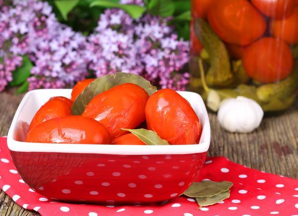 засол помидор с приправой