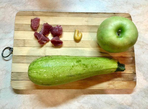 кабачок и яблоко