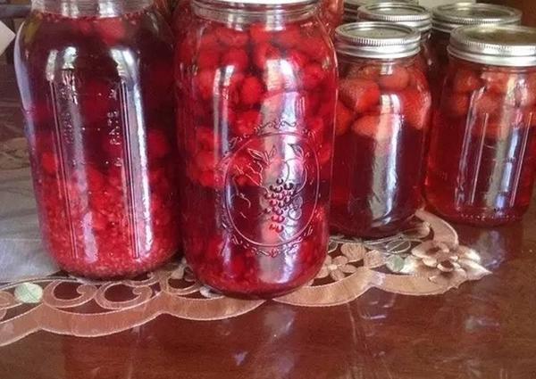 С ягодами клубники