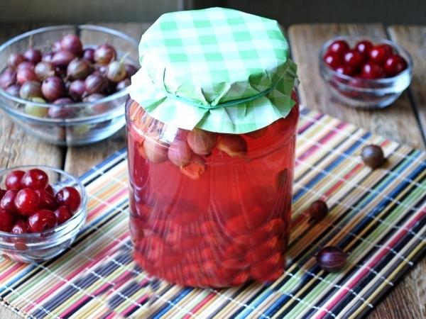 Готовим напиток из вишни, крыжовника и черешни