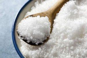 Какой солью на зиму нужно солить огурцы и ее влияние на закатки