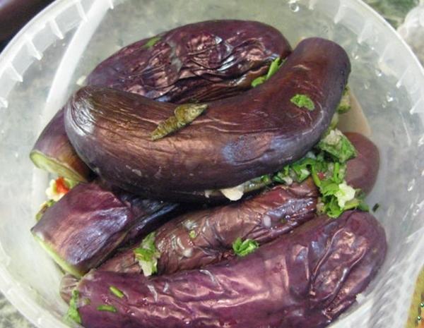 Рецепт с острым перцем и пряной кинзой в рассоле