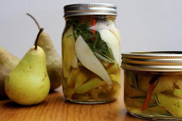 С листьями вишни и смородины