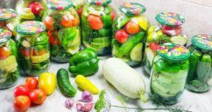 18 лучших рецептов приготовления на зиму овощного ассорти из помидоров, огурцов и капусты