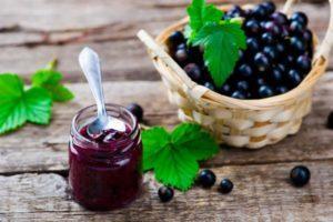 17 лучших рецептов приготовления вкусного джема из черной смородины на зиму