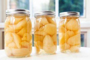 10 простых пошаговых рецептов приготовления груши в сиропе на зиму