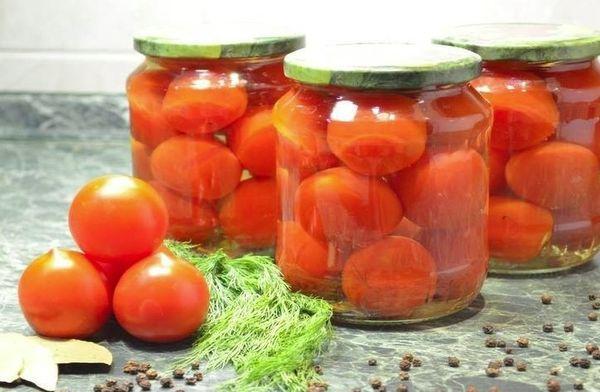 банки с томатами