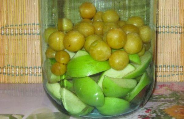яблоки с алычой