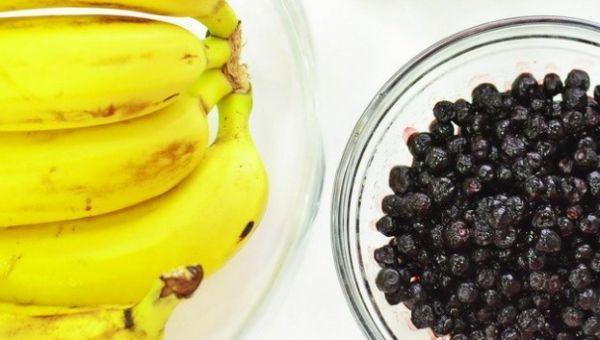 бананы и ягоды