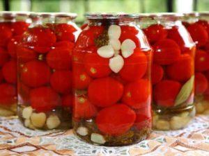 9 лучших рецептов маринованных помидоров с чесноком быстрого приготовления на зиму