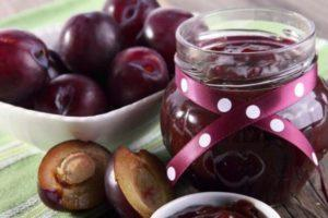 12 простых рецептов приготовления варенья из сливы с косточками на зиму в домашних условиях