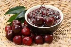 7 пошаговых рецептов приготовления вишневого варенья с косточками на зиму